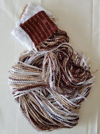 szalagfüggöny spagetti függöny barna és fehér színben