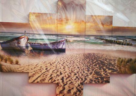 Tengerparti kép csónakokkal